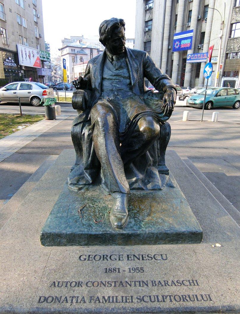 G.E. Statuie