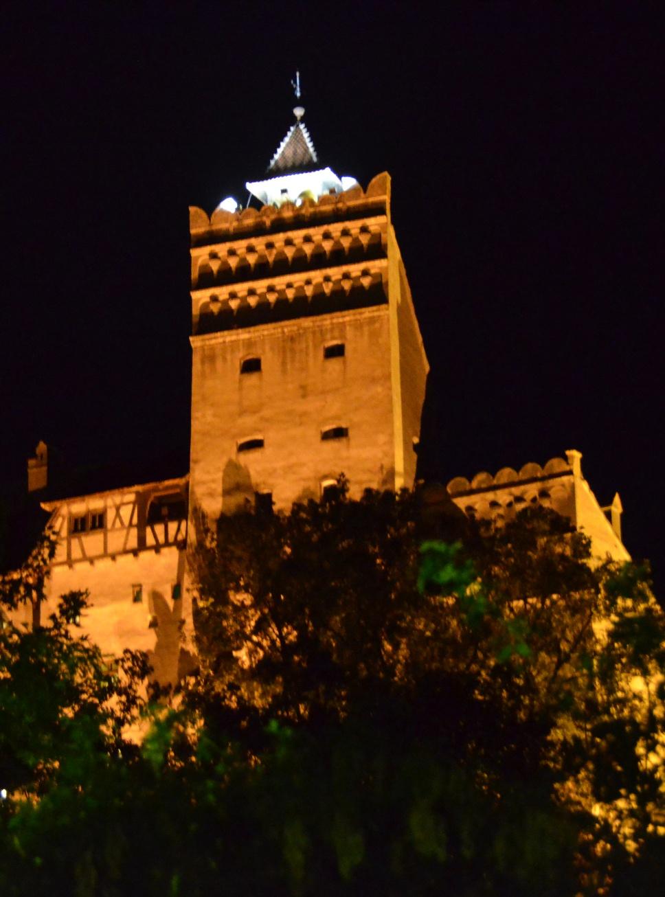 castelul-bran-noaptea.jpg